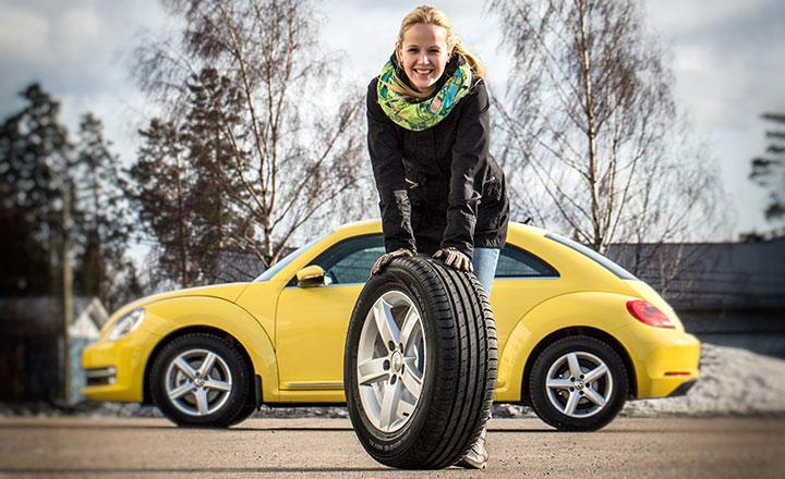 Uusia kesärenkaita hankittaessa kannattaa renkaiden laadun lisäksi kiinnittää huomiota omaan ajotapaan ja miettiä, mitkä ominaisuudet ovat itselle tärkeitä. Vinkkejä renkaiden hankintaan saa autolehtien vertailutesteistä, rengasliikkeistä sekä muiden autoilijoiden käyttäjäarvioista.