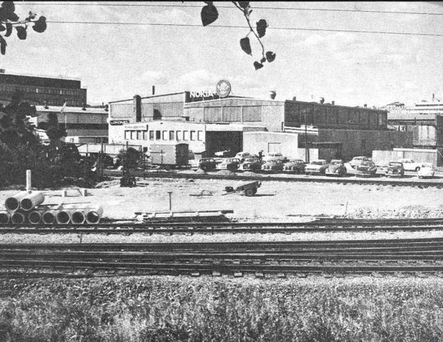 Шведская дочерняя компания Finska Gummi AB была основана в 1959 и переехала в Стокгольм в 1969. Несмотря на то, что в компании работало всего 15 сотрудников, на крыше здания гордо располагался большой круглый символ Нокиа.