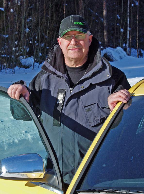 Turvallisuuden takuumies. On paljon asioita, joita ei voi mitata laitteilla kuten paljaan tien ajotuntuma, tuntuma-ajajat huolellisuutta vaativaan työhönsä kouluttanut Hannu Kossi tähdentää.