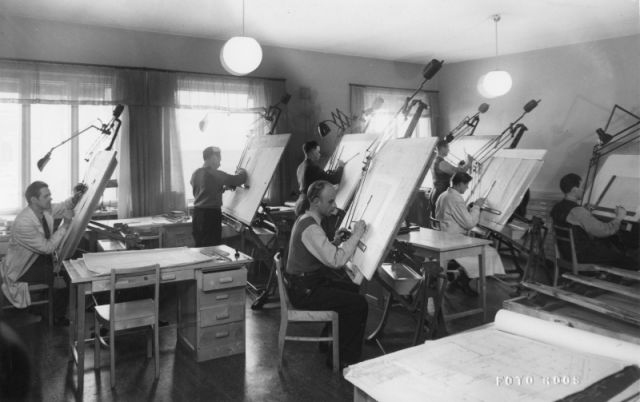 Rengasosaston piirustuskonttori Nokian-tehtaalla 1950-luvulla.