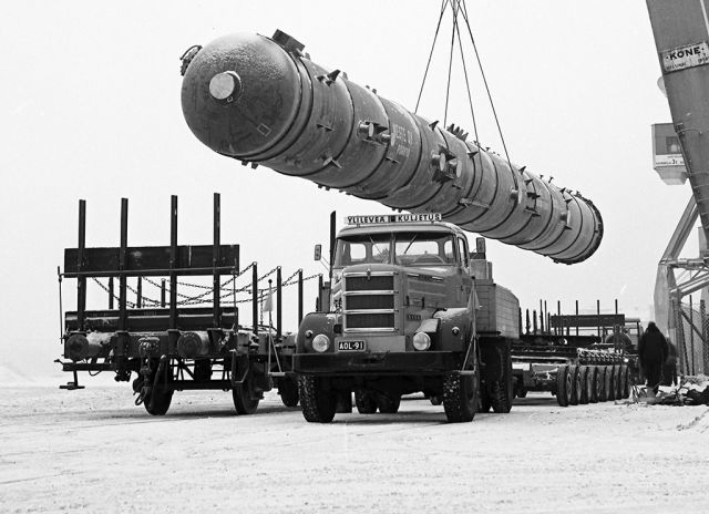 After World War II, the industry started using increasingly more road transport. A comprehensive selection of special winter tyres was required.