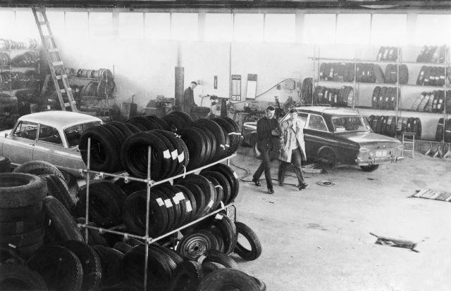 Мастерские по ремонту резиновых изделий неплохо продавали шины в 1970-х. На фото: Кумикорьяамо Дж. Форсман в Пори.