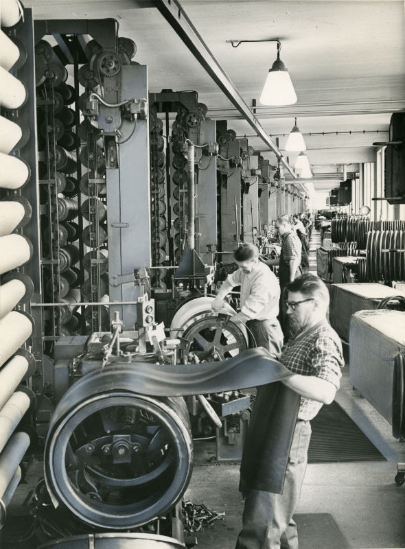 Heavy tyre assembly in the 1950s. The carcass was of a cross-ply type.