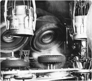 Пресс Bag-O-Matic заменил отдельную пластину, устанавливаемую вручную внутри шины на интегрированную, наполняемую паром вулканизационную пластину.