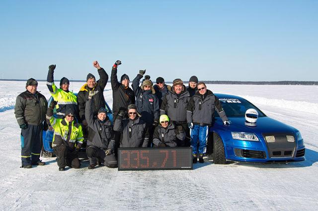 Uusi jäälläajon maailmanennätys syntyi, kun testikuljettaja Janne Laitinen ajoi 335,713 kilometrin tuntinopeutta Oulun edustalla Pohjanlahden jäällä.
