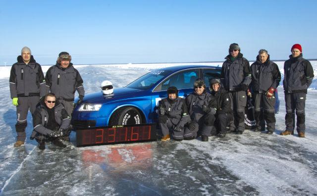 Uusi jäälläajon maailmanennätys syntyi, kun testikuljettaja Janne Laitinen ajoi 331,61 kilometrin tuntinopeutta Oulun edustalla Pohjanlahden jäällä.