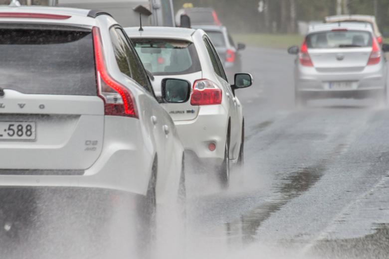Påkörning bakifrån allt vanligare – för korta avstånd och dåliga däck